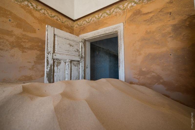 Как пустыня ест дома
