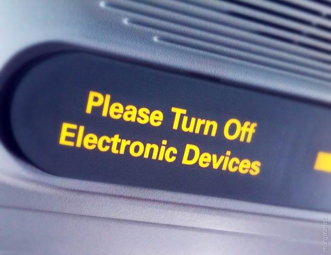США разрешило использовать мобильные гаджеты в самолетах