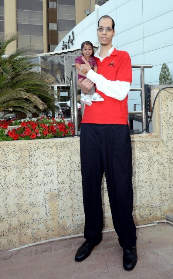 Самый большой человек в мире и самая маленькая женщина в мире