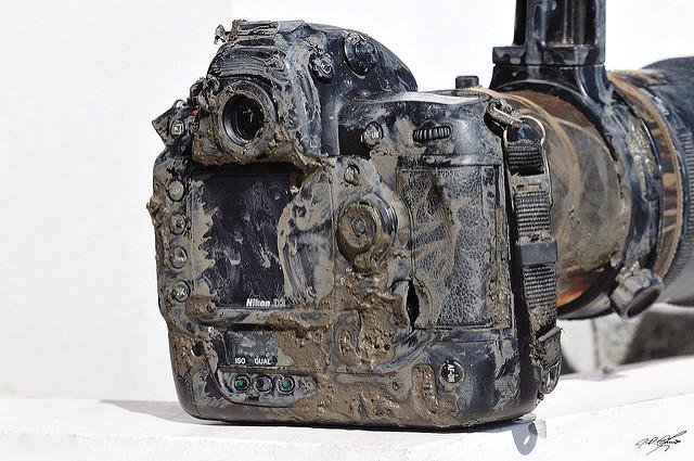 Грязная фотокамера Nikon