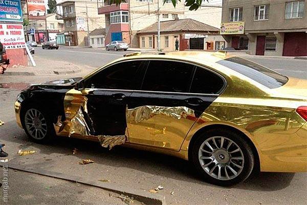 Позолоченный автомобиль